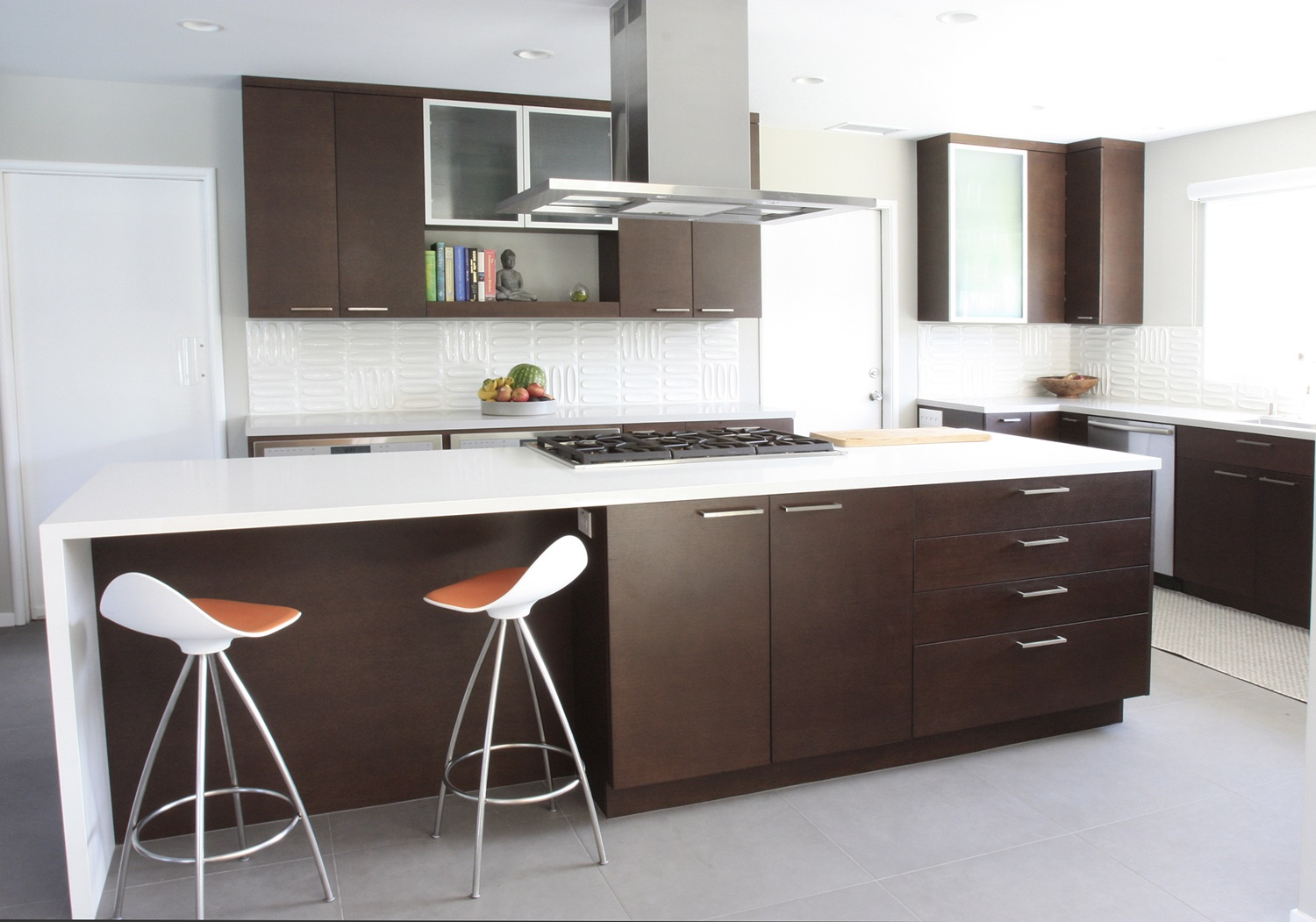 Mid-Century-Kitchen-Brown-and-White-Theme